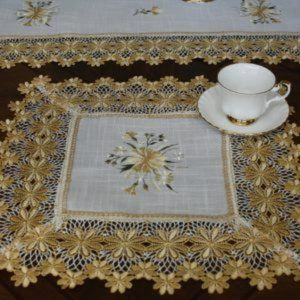 NEW Doily YELLOW DAISY LACE Square Table Mat